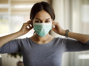 Berniat Ingatkan Pakai Masker, Wanita Ini Malah Diserang Hingga Patah Tulang