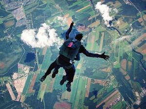 Rayakan Kelulusan SMA, Remaja Tewas saat Skydiving Pertama Kali