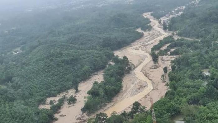 Kota Masama, Luwu Utara masih tertutup lumpur pasca diterjang banjir bandang (dok. Istimewa).