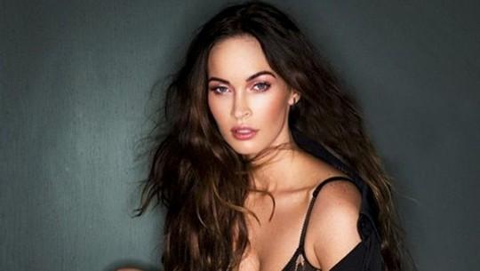 Megan Fox dan Kaki Indahnya yang Dipuji Kekasih Barunya