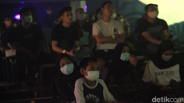 Pentas teater ini menjadi hiburan untuk anak-anak hingga orang dewasa di tengah pandemi Corona.