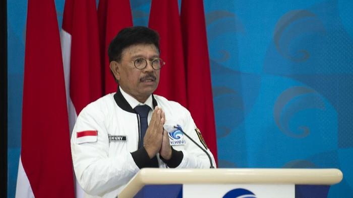 Menteri Komunikasi dan Informatika (Menkominfo) Johnny G. PLate menyampaikan sambutannya dalam peluncuran Gerakan Nasional Bangga Buatan Indonesia (Gernas BBI) di Jakarta, Kamis (16/7/2020). Kemenkominfo meluncurkan Gernas BBI dengan mendorong transformasi digital di masa adaptasi kebiasaan baru (AKB) melalui pemberian stimulus maupun fasilitasi UMKM dan ultra mikro sekaligus mendorong kesadaran konsumen Indonesia memanfaatkan teknologi serta membeli produk dalam negeri. ANTARA FOTO/Aditya Pradana Putra/aww.   *** Local Caption ***