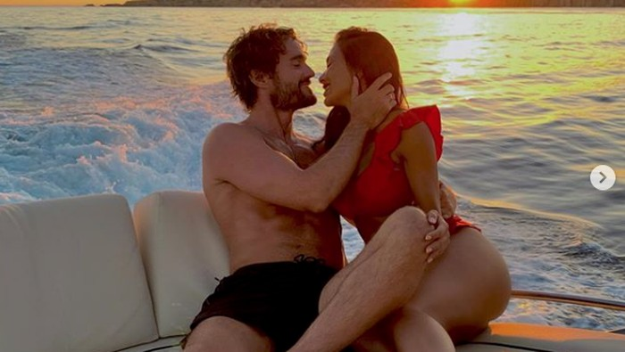 Nicole Scherzinger dan kekasihnya, Thom Evans.