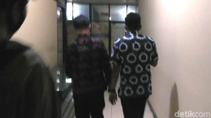 Pemeriksaan di Polrestabes Makassar (Hermawan Mappiwali/detikcom)