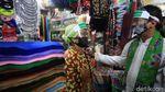 Susuri Pasar, Wagub DKI Kampanye Kantong Belanja Ramah Lingkungan