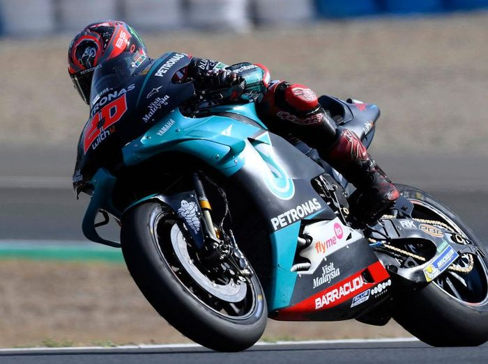 JEREZ DE LA FRONTERA, SPAIN - JULY 17:  Fabio Quartararo of France and Petronas Yamaha SRT    rounds the bend during the MotoGP of Spain - Free Practice at Circuito de Jerez on July 17, 2020 in Jerez de la Frontera, Spain. (Photo by Mirco Lazzari gp/Getty Images)