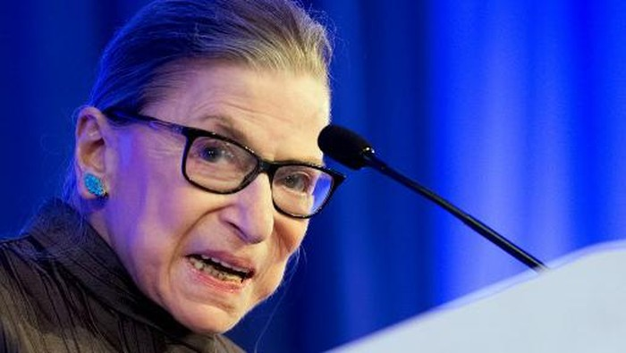 (FILES) In this file photo taken on May 21, 2018 US Supreme Court Justice Ruth Bader Ginsburg speaks after receiving the American Law Institutes Henry J. Friendly Medal in Washington, DC,. - Bader Ginsburg said on July 17, 2020, that she is undergoing chemotherapy for a recurrence of cancer. Ginsburg, 87, one of four liberal justices on the nine-member court, said she plans to remain on the bench as long as I can do the job full steam. (Photo by JIM WATSON / AFP)