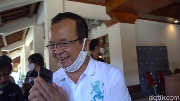 Usai gagal meraih tiket Pilkada Solo, Wakil Wali Kota Solo Achmad Purnomo tampil berbeda. Ya, kini ia tampil klimis tanpa kumis.