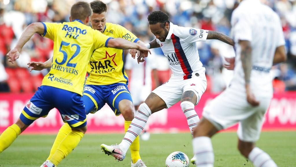 Viral! Neymar Gocek Lawan, Tendangan Penalti Juga Dioper