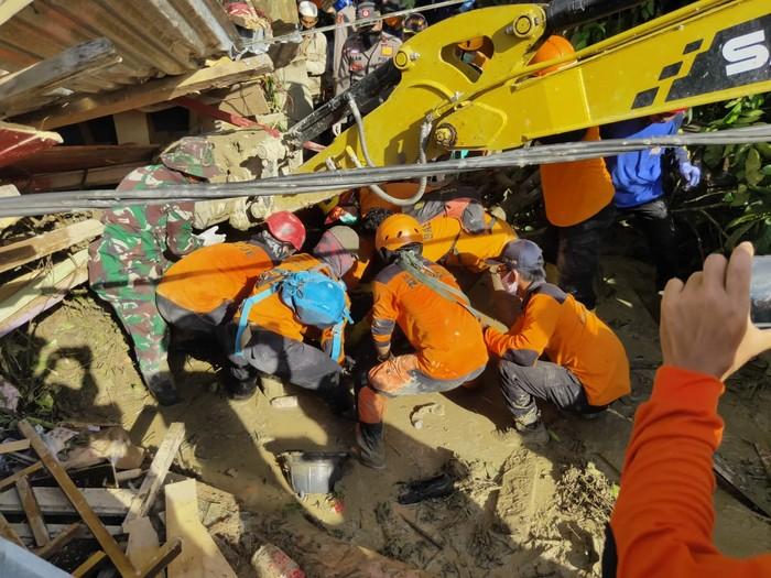 Pencarian korban banjir bandang Masamba, Luwu Utara, terus dilakukan (dok. Istimewa)