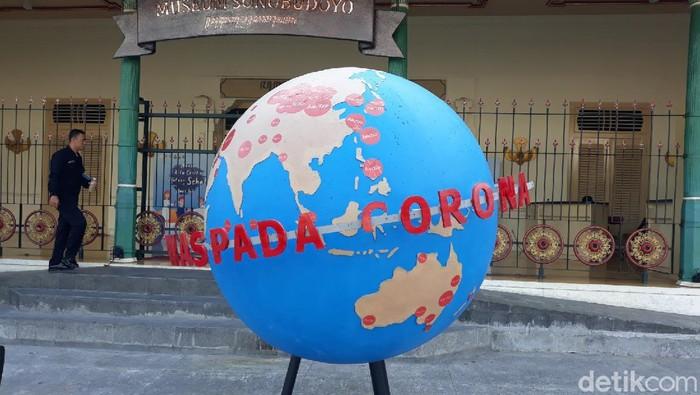 Peringatan waspada virus Corona di Titik Nol Kilometer Yogyakarta