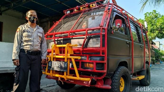 Penasaran seperti apa jika Suzuki Carry tahun 1985 dimodifikasi ala kendaraan taktik bak barracuda. Bisa Lho, ini buktinya!