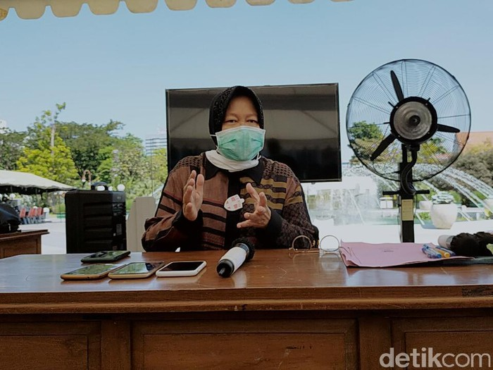 Wali Kota Surabaya Tri Rismaharini memberikan selamat kepada Gibran Rakabuming Raka, yang mendapatkan rekomendasi PDI Perjuangan untuk maju sebagai cawalkot dalam Pilkada Solo. Risma mendoakan Gibran untuk memajukan Solo.