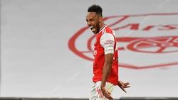 Rumor Transfer: Aubameyang Setuju Bertahan di Arsenal
