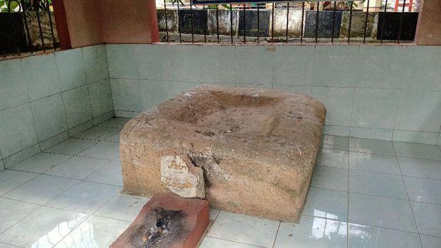 Batu Menangis Putri Selangka di Bengkulu