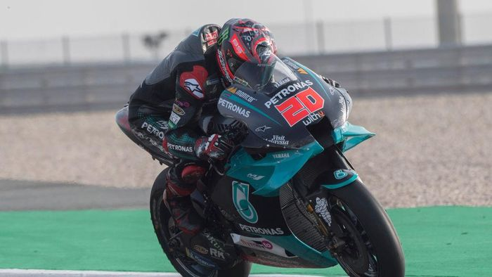 DOHA, QATAR - FEBRUARY 23: Fabio Quartararo of France and Petronas Yamaha SRT   heads down a straight during the MotoGP Tests at Losail Circuit on February 23, 2020 in Doha, Qatar. (Photo by Mirco Lazzari gp/Getty Images)