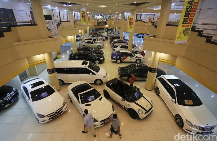 Penjualan mobil bekas turut terdampak pandemi COVID-19. Namun, kini penjualan mobil bekas itu kembali bergeliat di kala Jakarta menerapkan PSBB transisi.