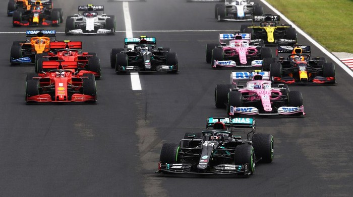 BUDAPEST, HUNGARY - JULY 19: Lewis Hamilton of Great Britain driving the (44) Mercedes AMG Petronas F1 Team Mercedes W11 leads at the start of the race into the first corner during the Formula One Grand Prix of Hungary at Hungaroring on July 19, 2020 in Budapest, Hungary. (Photo by Mark Thompson/Getty Images)