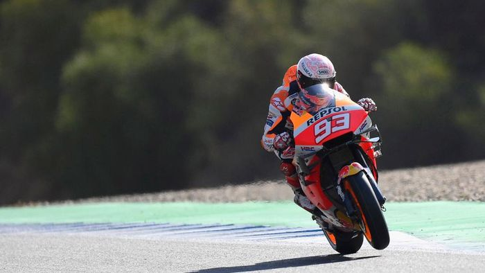 JEREZ DE LA FRONTERA, SPAIN - JULY 18:  Marc Marquez of Spain and Repsol Honda Team heads down a straight during the MotoGP of Spain - Qualifying at Circuito de Jerez on July 18, 2020 in Jerez de la Frontera, Spain. (Photo by Mirco Lazzari gp/Getty Images)