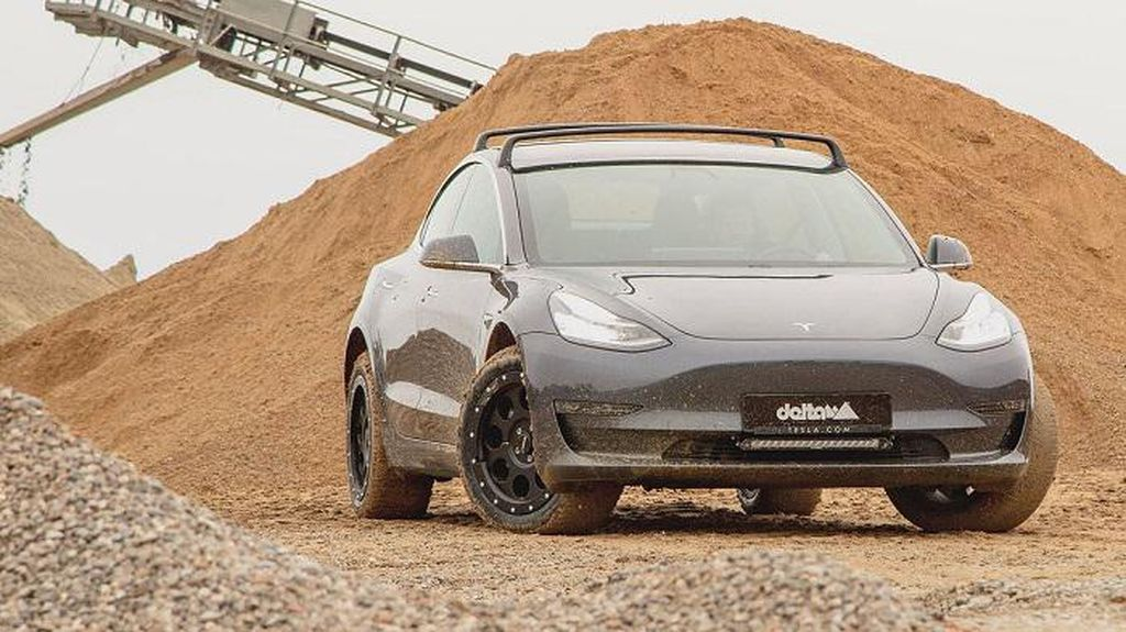 Penampakan Tesla yang Dimodifikasi Jadi Mobil Off-Road