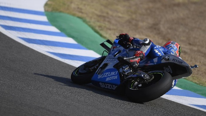 JEREZ DE LA FRONTERA, SPAIN - JULY 18: Alex Rins of Spain and Team Suzuki ECSTAR  rounds the bend during the MotoGP of Spain - Qualifying at Circuito de Jerez on July 18, 2020 in Jerez de la Frontera, Spain. (Photo by Mirco Lazzari gp/Getty Images)