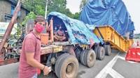 Truk ini melakukan perjalanan dari Maharashtra ke Kerala sejauh 1.700 km, dengan rata-rata 5 km perjalanan per hari. Truk besar tersebut membawa mesin raksasa yang disebut autoclave aerospace. Mesin tersebut hendak diantar menuju fasilitas penelitian ruang angkasa, VSSC (Vikram Sarabhai Space Center) di Kerala. Foto: motoroids