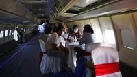 Pesawat itu pun menjadi daya tarik tersendiri bagi pengunjung Hotel Del Rancho, Paraguay.