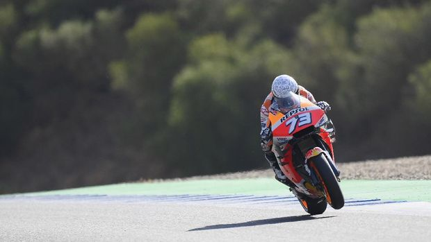 JEREZ DE LA FRONTERA, SPAIN - JULY 18: Alex Marquez of Spain and Repsol Honda Honda heads down a straight during the MotoGP of Spain Qualifying at Circuito de Jerez on July 18, 2020 in Jerez de la Frontera, Spain. (Photo by Mirco Lazzari gp/Getty Images)