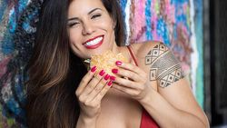 Jadi Model Playboy, Chef Seksi Ini Bikin Menu Pembangkit Libido