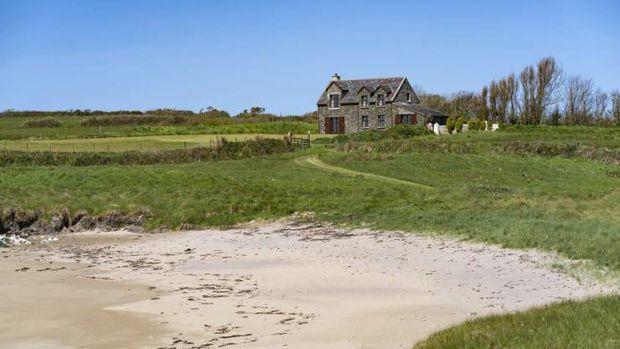 Horse Island, di lepas pantai Cork Barat, Irlandia, dijual dengan harga $ 6,3 juta. (Montague Real Estate via CNBC.com)