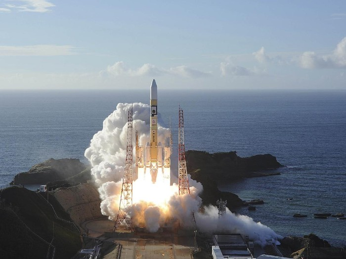 An H-IIA rocket with United Arab Emirates Mars orbiter Hope lifts off from Tanegashima Space Center in Kagoshima, southern Japan Monday, July 20, 2020. A United Arab Emirates spacecraft rocketed away Monday on a seven-month journey to Mars, kicking off the Arab world's first interplanetary mission. (Hiroki Yamauchi/Kyodo News via AP)