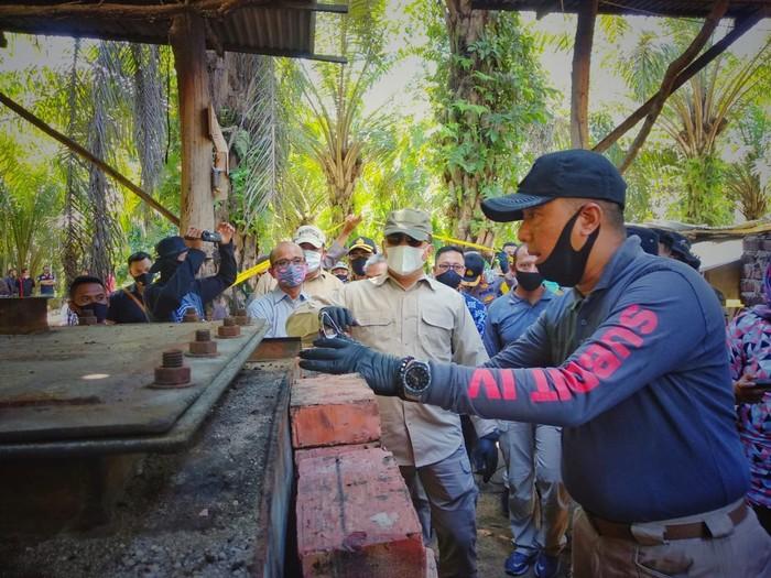 Polisi mengungkap aktivitas penyulingan minyak ilegal di Dumai, Riau. (Dok Istimewa)