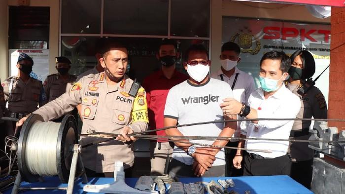 Polresta Denpasar amankan pria yang menerbangkan layangan hingga menyebabkan 70 ribu lebih orang di Denpasar alami gangguan listrik (dok. Istimewa)