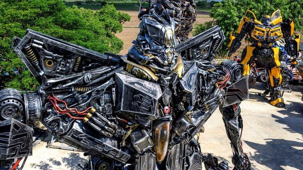Ban Hun Lek, atau The House of Steel Robot meripakan sebuah museum yang menampilkan robot-robot terbuat dari logam bekas. (AFP)