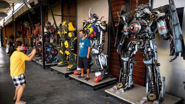 Phairote mengaku menyukai mekanik sejak kecil, hingga menjadikan hobinya sebagai pekerjaan. (AFP)