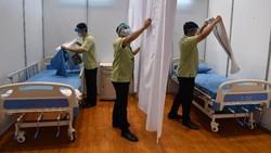 Petrokimia Gresik mengubah sarana olahraga menjadi ruang isolasi mandiri COVID-19 guna mengantisipasi tingginya kasus mewabahnya virus Corona di Surabaya Raya.