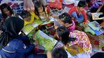 Semangat Anak-anak Korban Banjir Luwu Utara Belajar di Pengungsian