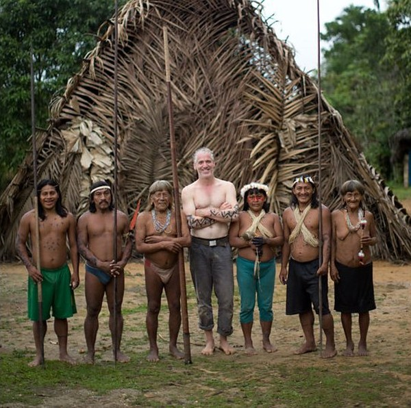 Dalam catatan sejarah, suku Huaorani tercatat tak pernah kalah. Ditambah, senjata utamanya adalah sumpit racun sepanjang 2 meter. (BBC)