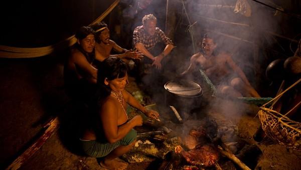 Tak memakai baju, hidup suku Huaoranibergantung pada alam dan terisolasi menjadi bagian hidup dari suku ini. (BBC)