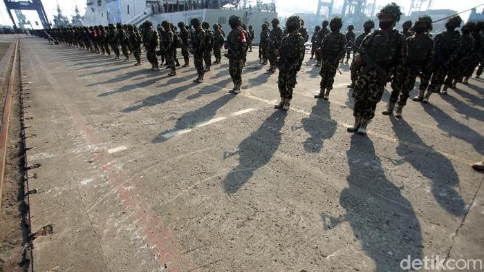 Pasukan TNI AL menggelar Geladi Tugas Tempur TK-3 (L-3) Koarmada I di JICT II, Tanjung Priok, Jakarta, Senin (20/7/2020). Geladi tersebut merupakan persiapan jelang latihan tempur di Dabo Singkep.