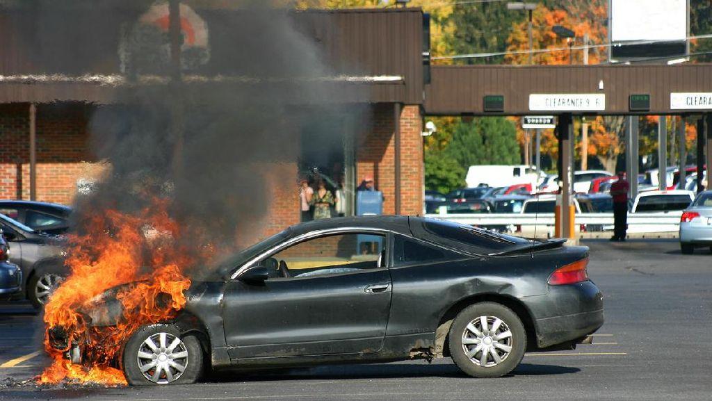 Waspada! Ini 3 Penyebab Umum Kendaraan Terbakar Sendiri