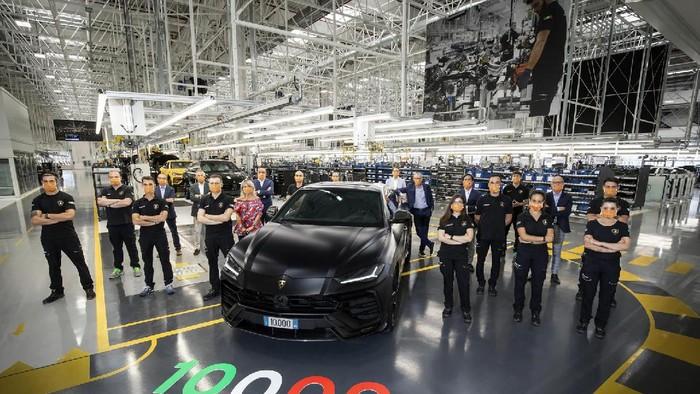 Produksi ke-10.000 Lamborghini Urus.