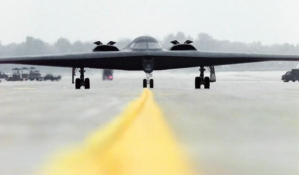Northrop Grumman B-2 Spirit pernah menjalani misi yang berlangsung selama 44 jam non stop. Pernah diterbangkan pada tahun 2001 dari Missouri ke Afghanistan selama operasi Enduring Freedom.