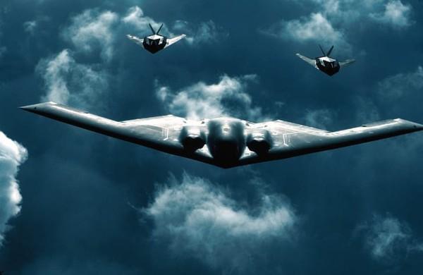 Northrop Grumman B-2 Spirit pertama dikirim pada tahun 1993 ke Pangkalan Angkatan Udara Whiteman di Missouri. Pesawat ini pertama kali dioperasikan pada Perang Kosovo 1999.