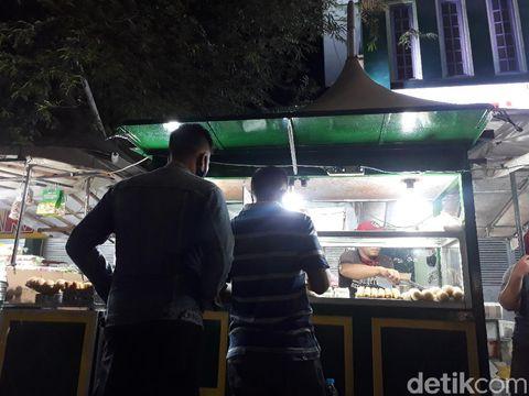 Pedagang klepon di Malioboro, depan Pasar Beringharjo, Yogyakarta, Selasa (21/7/2020).