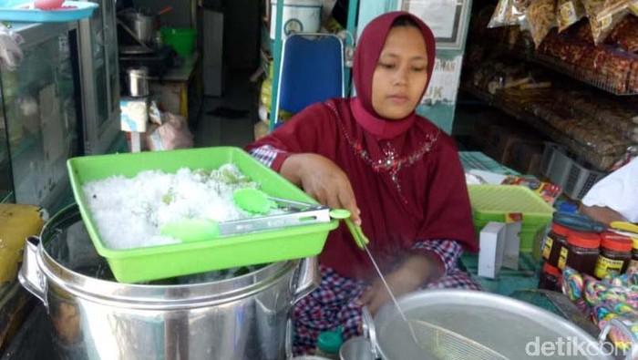Pengusaha klepon gempol Pasuruan