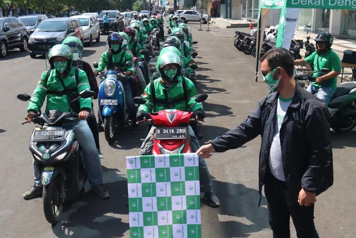 Puluhan driver GrabBike di Bandung kembali beroperasi