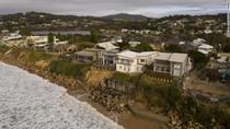 Apes Benar, Rumah-rumah Mewah di Tepi Pantai Ini Terancam Longsor