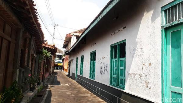 Spot ini terletak di sebelah utara Masjid Gedhe Mataram. Pengunjung dapat masuk melalui pintu utara masjid dan menelusuri gang-gang perkampungan di sana. (Kristina/detikcom)
