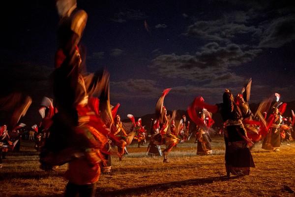 Selain dikenal dengan keunikan letak geografisnya, Tibet juga terkenal akan tradisinya yang masih kental. Kevin Frayer/Getty Images
